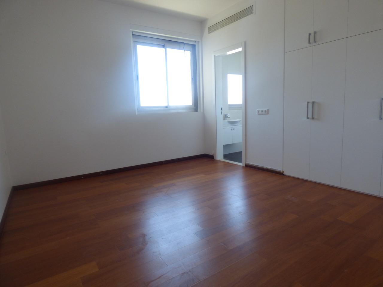 Apartment for rent in Ain el Mreisseh, Beirut
